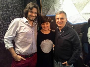Rubén Soler i Alba Forés (guanyadors del Premi Joan Oró) amb Jaume Vilalta, director del programa Quèquicom de TV3
